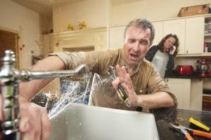 Прорвало трубу в квартире: кто виноват?