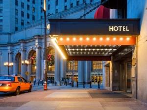 Со скольки лет можно снимать номер в отеле