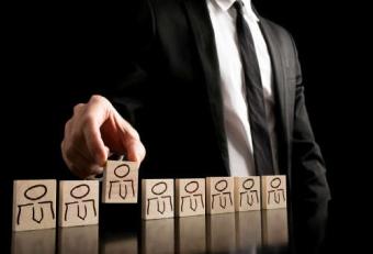 Кто осуществляет контроль за деятельностью управляющих компаний ?