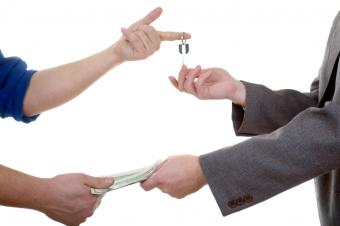 Как происходит передача денег при покупке и продаже квартиры?